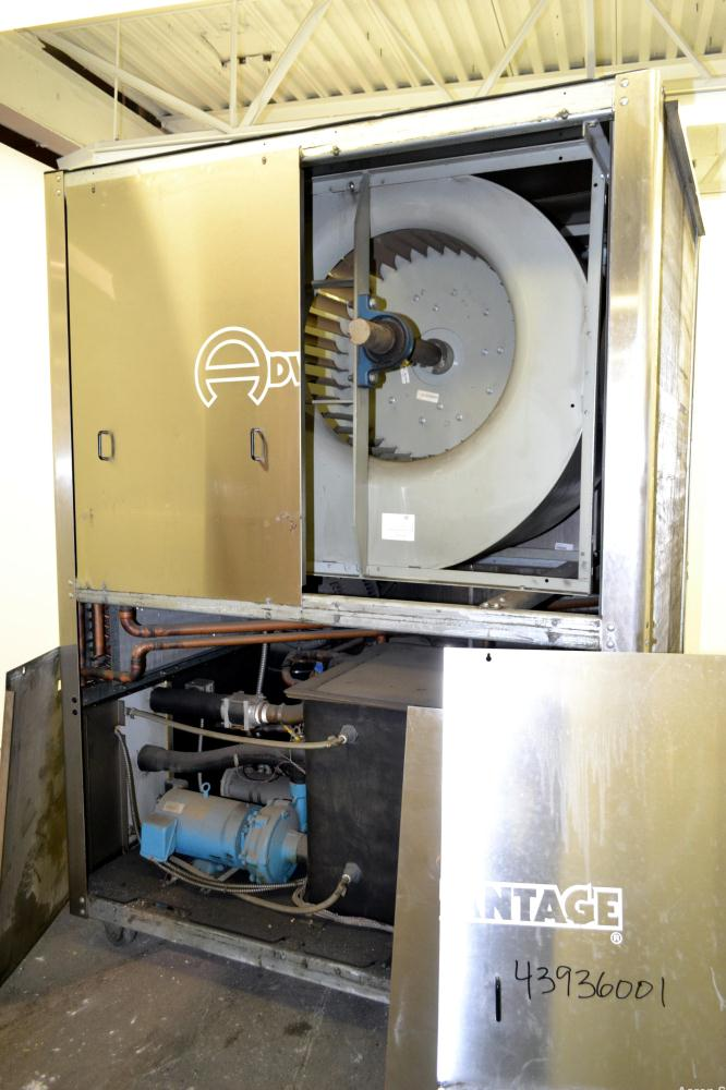 Used- Advantage Engineering Maximum Chiller, Model MK-30AM-41HBX, ALT-440/ GPM-72/ PSI-70.Approximately 29 tons, air cooled....