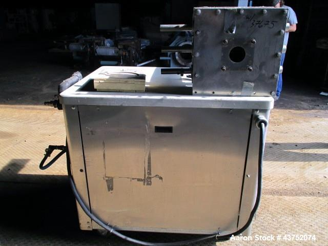 Used-5 TON ADVANTAGE CHILLER MODEL MCW5.  WATER COOLED UNIT WITH 2 HP 230VOLT, 3PH, 60HZ PUMP.  UTILIZES R-22 REFRIGERANT