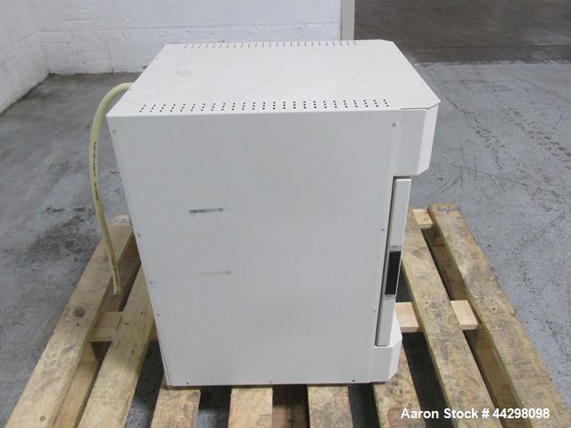 Used- Thermo Scientific Lindberg/Blue M Vacuum Oven, Model V0914A. Approximate 18.6 liter, 115 volt, part# 9100731.