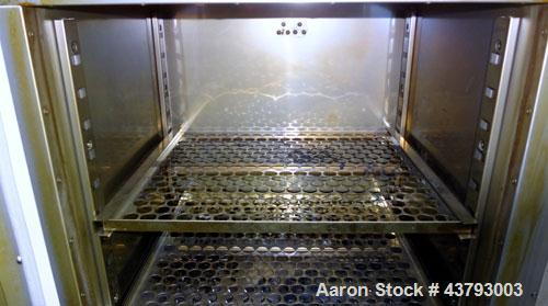 "Used- Yamato Gravity Convection Oven, Model DX 400. Approximately 2.6 cubic feet. Chamber size 17-3/4"" wide x 15-3/4"" high x..."
