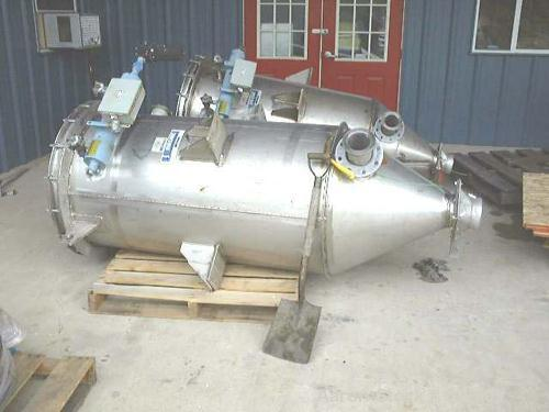 USED: 50 sq ft Young stainless steel top removal dust collector, sizeVC45-9-32. Max internal pressure 5.5 psi. Unit has 9 ba...