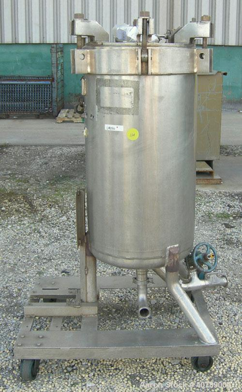 Used-  Niagara Pressure Leaf Filter, Model 18-16-D, 316 Stainless Steel.  Approximate 28.62 square feet of filter area, 3.88...