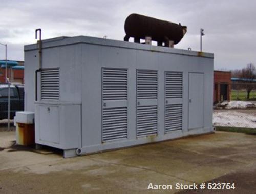 USED: Cummins 800 kW diesel generator 3/60/2400/4160V, model KTA38engine. Weather enclosure. 230 hours. Year 1989.