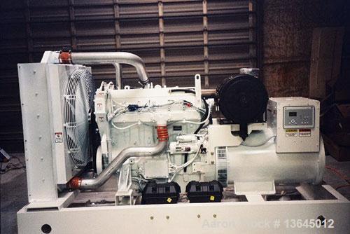 Unused-NEW Cummins powered 700 kW natural gas fueled generator set. Cummins GTA38-G3 engine. Marathon generator 3/60/208-240...