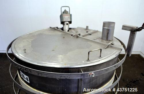 """Used- Lee Metal Products Kettle, 250 Gallon, 304 Stainless Steel, Vertical. Approximately 52"""" diameter x 39"""" deep. Open top ..."""