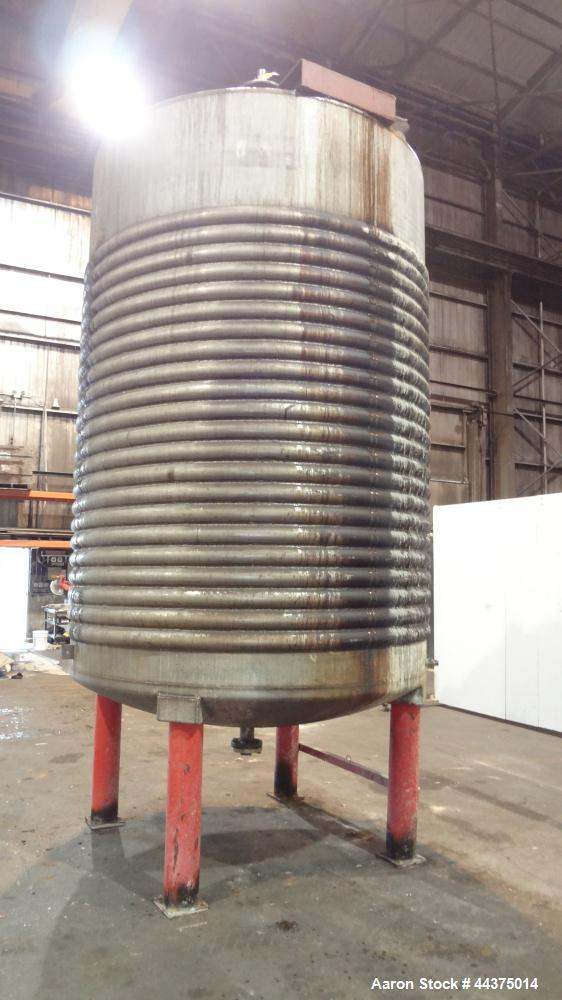 "Used- Chuck Gurdin Inc. Kettle, 3000 Gallon, 304 Stainless Steel, Vertical. Approximate 84"" diameter x 118"" straight side, f..."