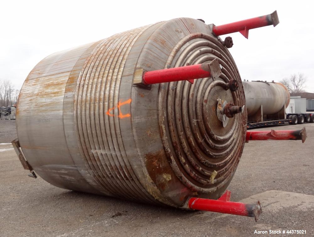 """Used- Kettle, 6200 Gallon, 304 Stainless Steel, Vertical. Approximate 120"""" diameter x 120"""" straight side, flat welded top, d..."""