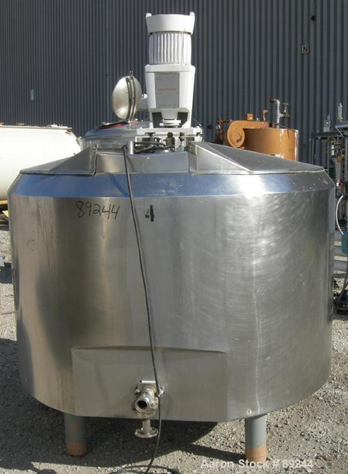 """USED: Kettle, 550 gallon, 304 stainless steel, vertical. 66"""" diameter x 37"""" straight side. Open top with (2) 1/3 hinged cove..."""
