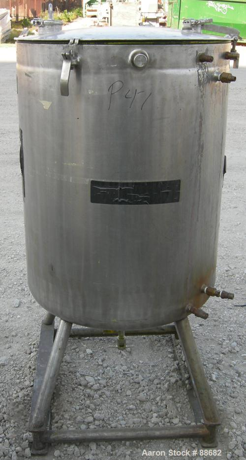"USED: Acme kettle, 100 gallon, 316 stainless steel, vertical. 28""  diameter x 35"" straight side, open top with a 1-piece hin..."