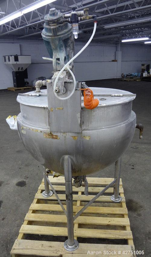 """Used- Groen Kettle, 80 Gallon, Model 80 SP, 304 Stainless Steel. 24"""" Diameter x 20"""" deep. Open top a 1/2 hinged cover, jacke..."""