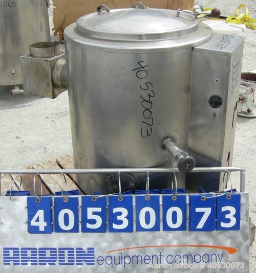 "Used- Groen Steam Jacketed Gas Kettle, 20 gallon, model AH/1-20, 304 stainless steel. Approximately 20"" diameter x 18"" deep...."