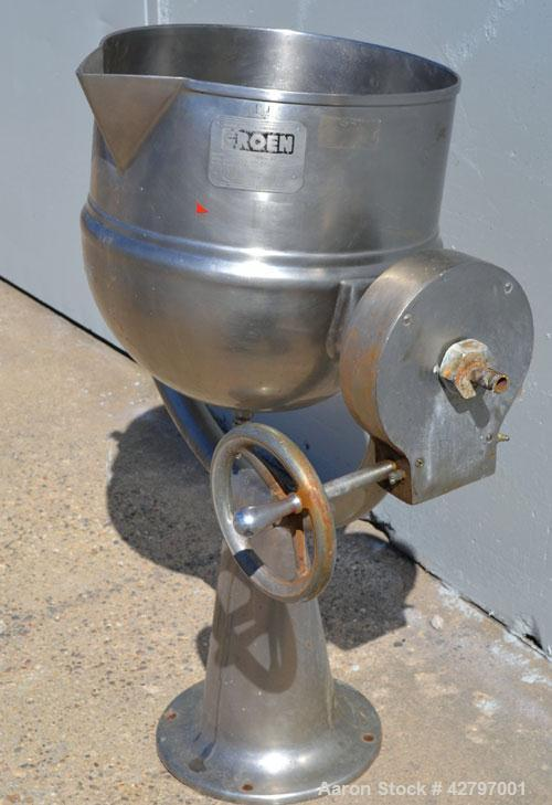 Used- Groen Steam Heated Kettle,10 Gallon, Model D10, 304 Stainless Steel. 16'' Diameter x approximately 15'' deep. Open top...