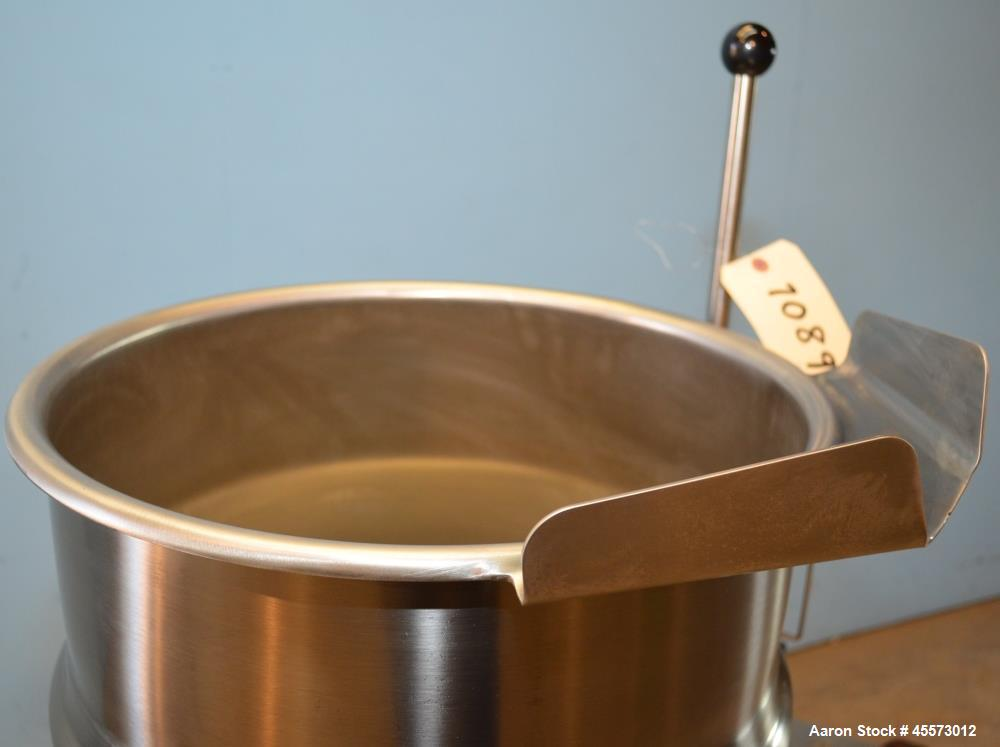 Used- 40 Quart Stainless Steel Cleveland Jacketed Titling Kettle, Model KET12T
