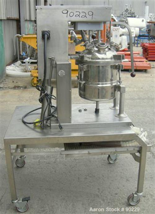 "USED: Groen steam jacketed kettle, 5 gallon (20 quart), model TDC/3-20, 316 stainless steel. 12"" diameter x 12"" deep. Jacket..."