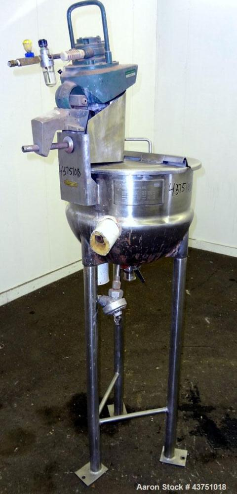 "Used- Lee Industries Kettle, 10 Gallon, Model 10D, 304 Stainless Steel. Approximate 18"" diameter x 14"" deep. 1 Piece hinged ..."