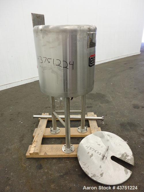 "Used- Lee Industries Kettle, 10 Gallon, Model 10D, 316 Stainless Steel. Approximately 16"" diameter x 18"" deep. 1 Piece hinge..."