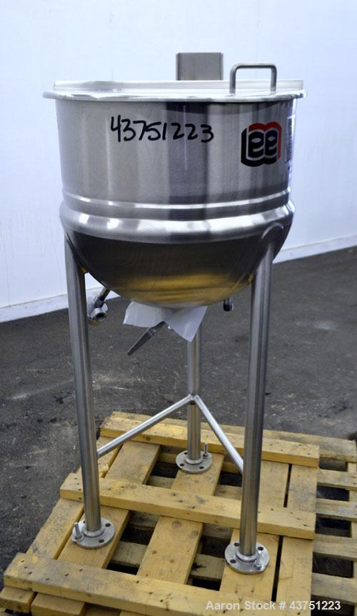 "Unused- Lee Industries Kettle, Model 25D, 25 Gallon, 316 Stainless Steel, Vertical. Approximately 23"" diameter x 20-1/2"" dee..."