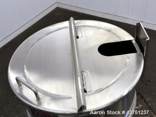 "Unused- Lee Industries Kettle, Model 25D, 25 Gallon, 316 Stainless Steel, Vertical. Approximately 23"" diameter x 20-1/2"" dee..."