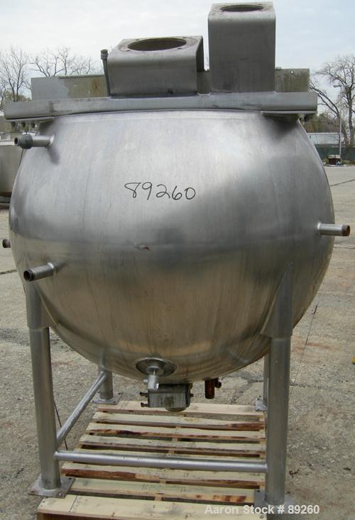 "USED: Lee inclined agitated kettle, 400 gallon, model 400D10S, 316 stainless steel, vertical. Approximate 58"" middle diamete..."