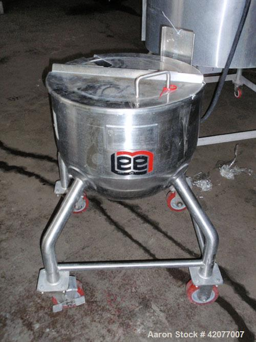 "Used- Lee Industries Kettle, 10 Gallon, Model 41LD, 316 stainless steel. 17-1/2"" diameter x 15-1/2"" deep. Open top with cove..."