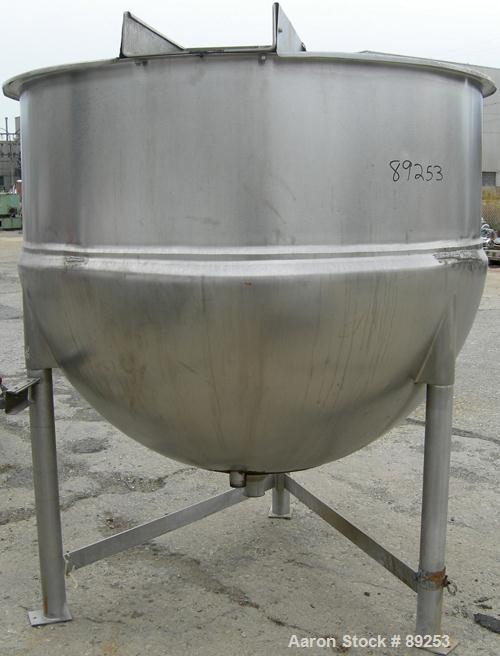 """USED: Lee kettle, 600 gallon, model 600D7S, 316 stainless steel, vertical. Approximate 66"""" diameter x 53"""" deep. Jacketed hem..."""