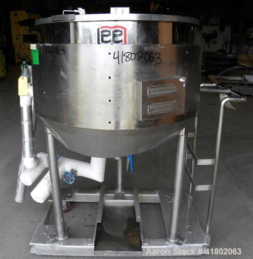 Used- Lee Metal Products Kettle, 100 Gallon, 316 stainless steel, vertical. 36'' diameter x 30'' deep. Open top with a 1 pie...