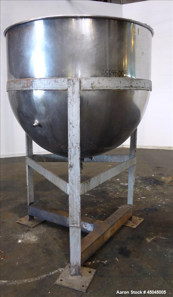 """Used- Lee Metal Products Kettle, 500 Gallon, 304 Stainless Steel, Vertical. Approximate 61"""" diameter x 53"""" deep. Open top, n..."""