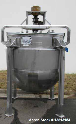 Used- 600 Gallon Mueller, Stainless Steel Insulated Kettle. Closed top with 1/2 lid, stainless steel bridge supporting a sin...