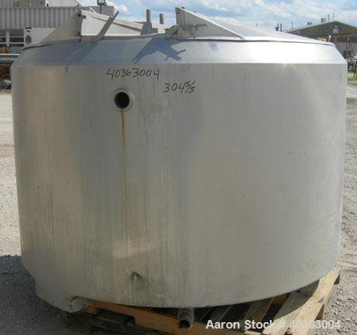 """Used- Kettle 550 Gallon, 304 stainless steel, vertical. Approximately 66"""" diameter x 38"""" straight side. Flat top with (2) 1/..."""