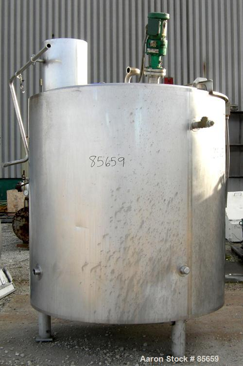 "USED: Reimelt kettle, 900 gallon, 304 stainless steel, vertical. 66"" diameter x 60"" straight side, flat top with a 1/3 hinge..."