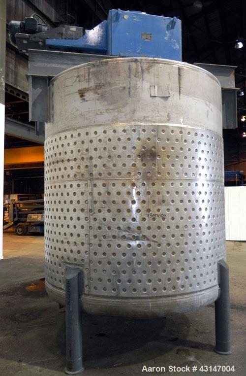 """Used- Roben Kettle, 3000 Gallon, 316 Stainless Steel, Vertical. Approximate 96"""" diameter x 96"""" straight side, flat welded to..."""