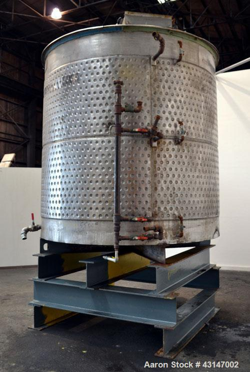 Used- Tri-Canada Kettle, 2000 Gallon, 316 Stainless Steel, Vertical. 96 Diameter x 90 straight side. Flat top with a bolt on...