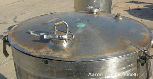 "USED: Walker kettle, 100 gallon, 316 stainless steel, vertical. 28"" diameter x 35"" straight side, open top with a 1 piece hi..."
