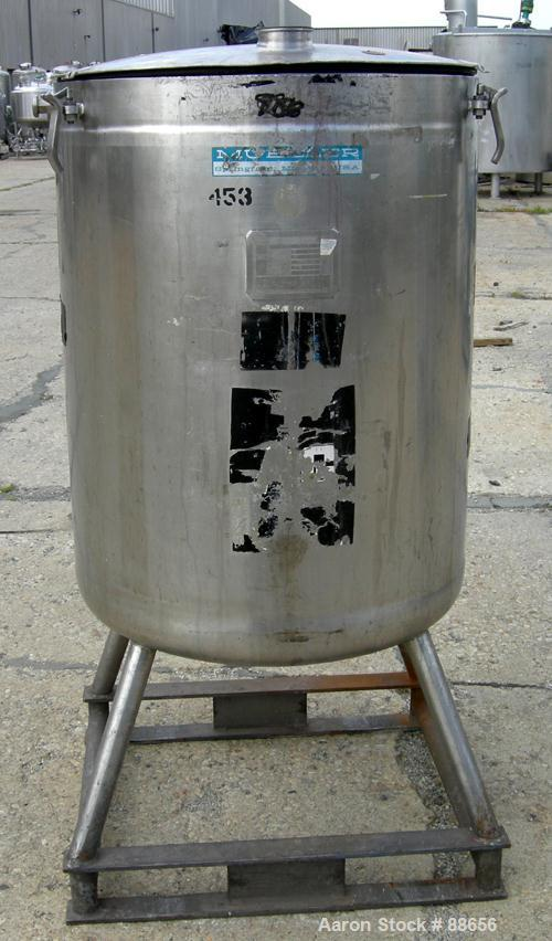 "USED: Walker kettle, 100 gallon, 316 stainless steel, vertical. 28"" diameter x 35"" straight side, open top with a 1-piece hi..."