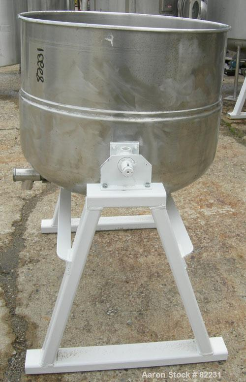 "Unused-UUSED: Welbilt kettle, 80 gallon, model KDL-80T, 304 stainless steel. 33"" diameter x 27"" deep. Open top with a cover,..."