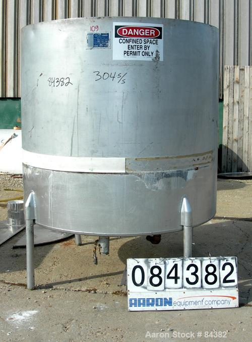 "Used- Will-Flow Kettle, 725 Gallon, 304 Stainless Steel, Vertical. 60"" Diameter x 58"" straight side. Open top with (2) half ..."