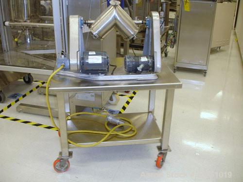 Used- Patterson Kelley 4 Quart Twin Shell Blender, stainless steel. Provision for bar no bar, 1/6 hp main drive, 1/3 hp shel...