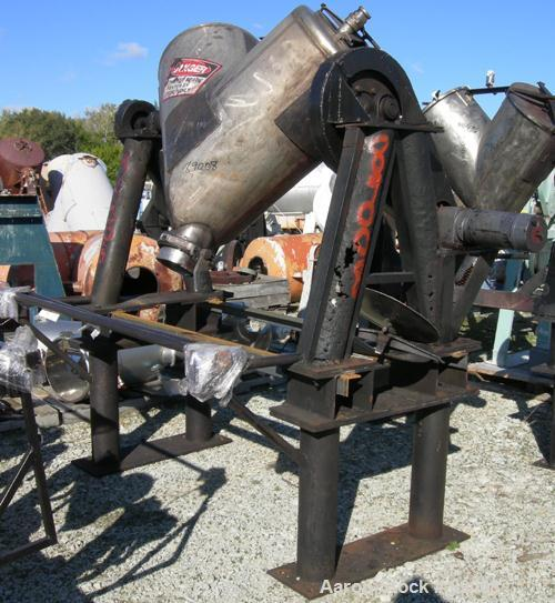 USED: Patterson Kelley Twin Shell Blender, 10 cubic foot capacity, 304 stainless steel.Max material density approximately 70...
