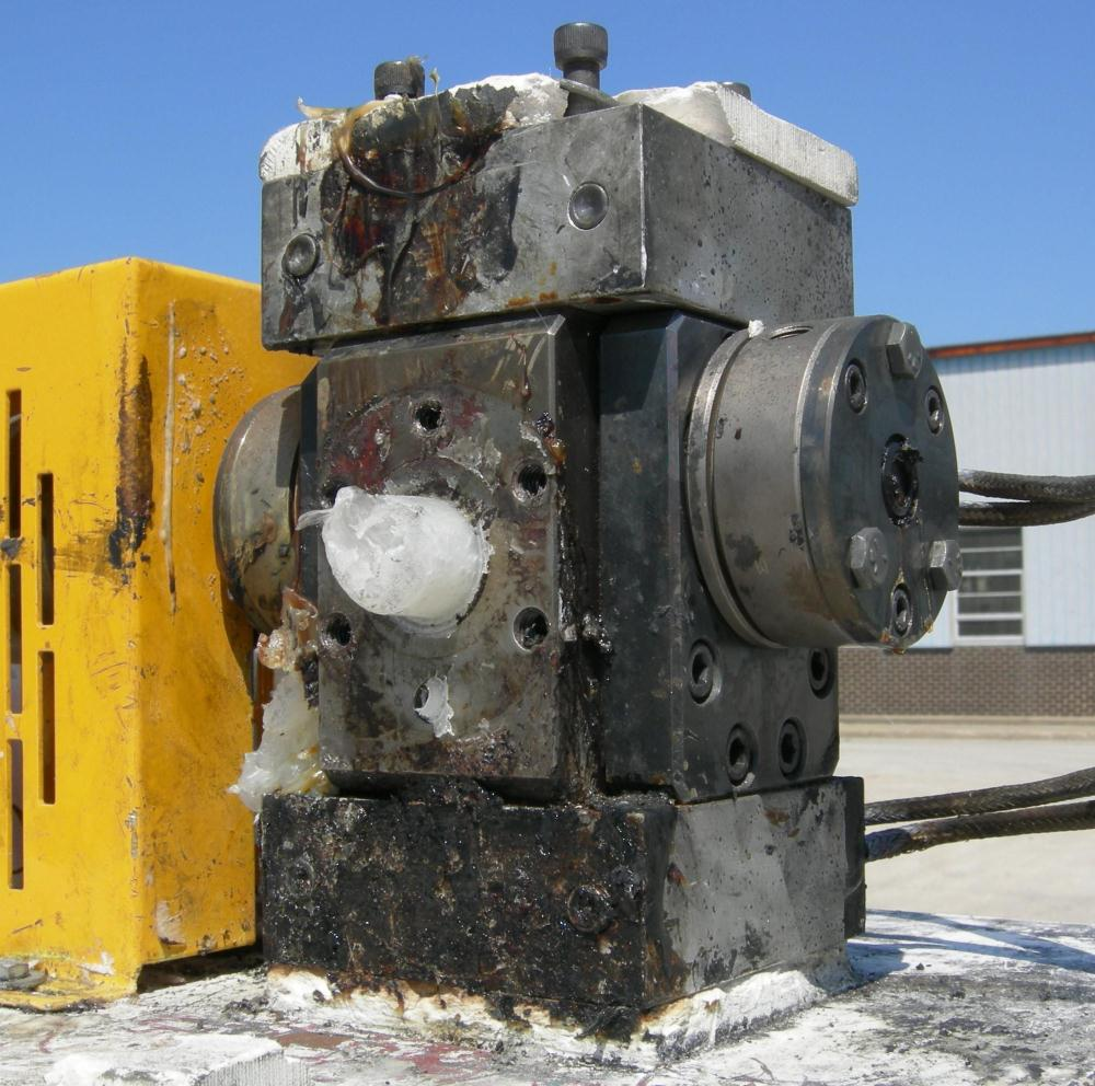 """USED: Zenith melt pump, model 60-20000-2174-4. Approximate 1"""" diameter inlet/outlet. Driven by a 1 hp, 3/60/460 volt, 1750 r..."""