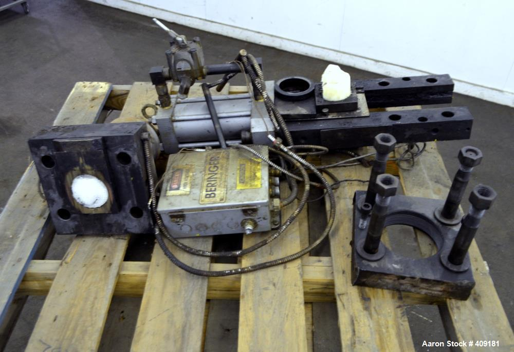 """Used- Beringer 3.5"""" Vertical Hydraulic Screen Changer. No power pack."""