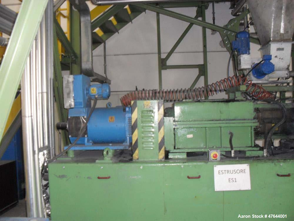 Used Baker Perkins Twin Screw Extruder, Model MP2080. 500 rpm maximum screw speed. Relay logic control panel. Zones are wate...
