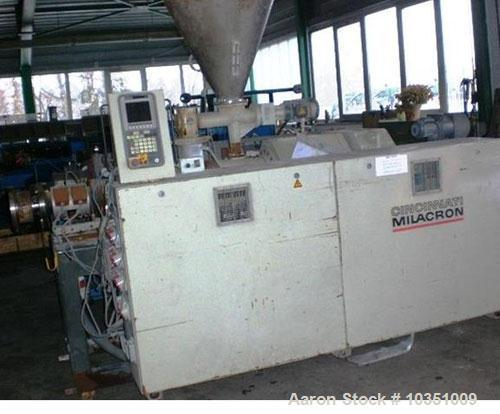 Used-Cincinnati Milacron CMT 45 Counter- Rotating Twin Screw Extruder. Maximum capacity 265 lbs (120 kg/hour). Screw diamete...