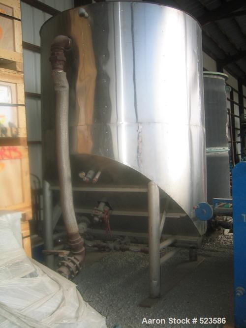 USED: 1800 Gallon reactor tank, stainless steel, insulated, hydraulic actuated auger on the bottom, heating oil coils.