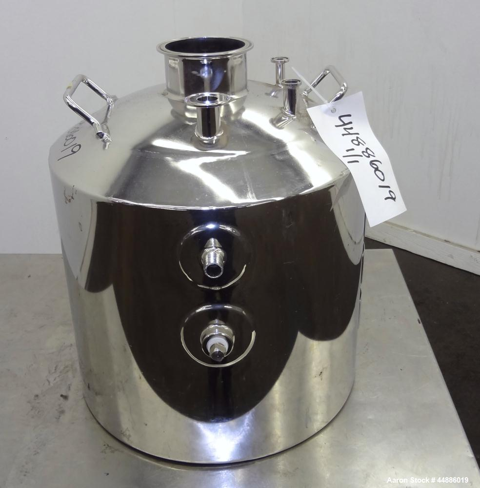 """Used- Apache Stainless Reactor 20 Liters (5.2 Gallons), 316L Stainless Steel, Vertical. Approximately 12"""" diameter x 10"""" str..."""