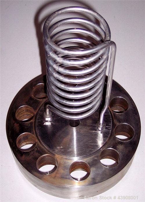 "Used-Autoclave Engineers 1 Gallon Hastelloy C Reactor Vessel.  Internal chamber 5"" diameter x 13"" tall.  Lid is 9"" diameter ..."