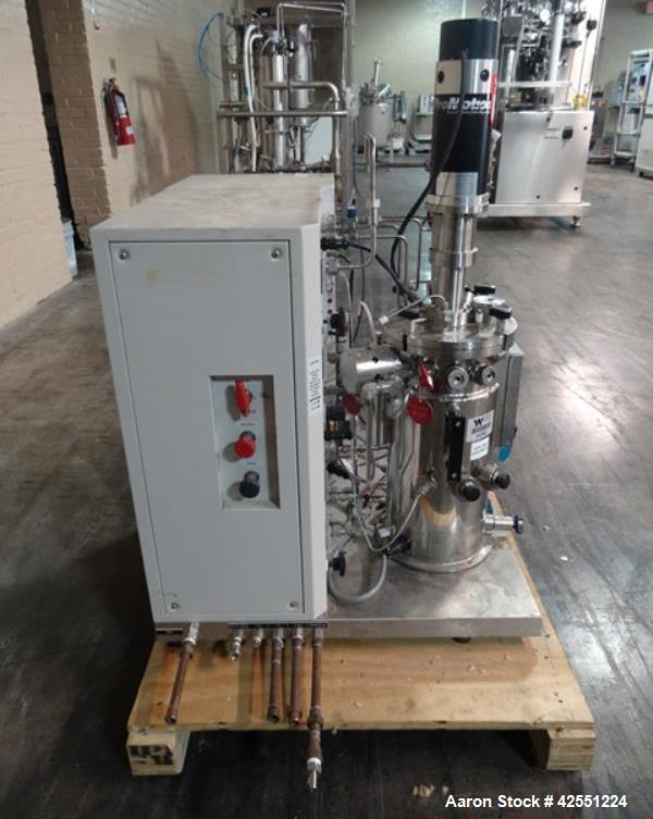Used-B Braun Fermentor, 10 Liter (2.6 Gallon), Model Bio Flow 4, Stainless Steel. Internal rated 40 psi at 300 degrees F. Ja...