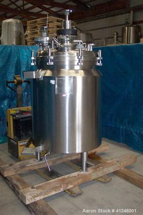 "Used- Cherry Burrell Reactor, 136 gallon, 316L stainless steel, vertical. 32"" diameter x 36"" straight side, dished clamp top..."