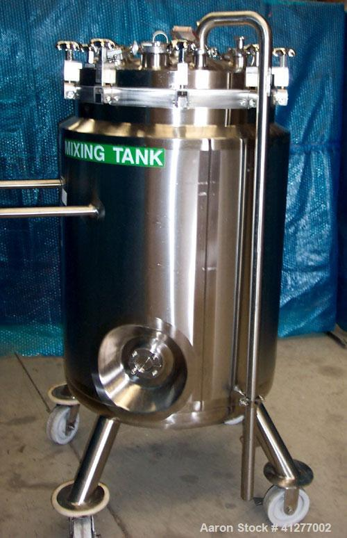 Used- Feldmeier Reactor, 70 Gallon, 316L stainless steel, vertical. 23 5/8'' diameter x 35'' straight side, dished clamp on ...