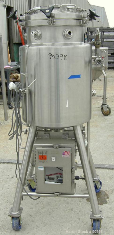 "Used- Lee Industries reactor, model 120 LU, approximately 32 gallon, 316L stainless steel, vertical.  17 5/8"" diameter x 30""..."