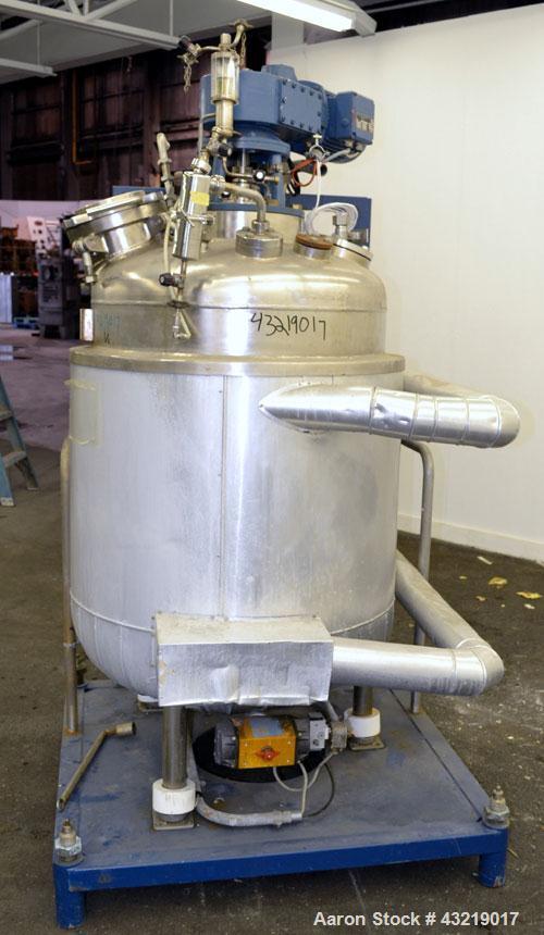 "Used- Hanag E. Handschin Reactor, 534 Liter (141.11 Gallon), 316L Stainless Steel, Vertical. Approximate 31"" Diameter x 34"" ..."